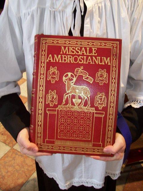 Messa cantata in rito ambrosiano antico a s simon piccolo for Vangelo del giorno ambrosiano