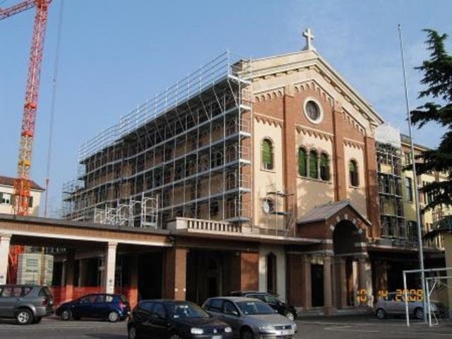 Verona, chiesa dell'Istituto don Bosco, messa solenne in ...